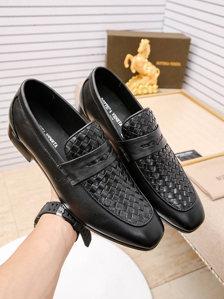Replica High Quality BV Leather Shoes for men